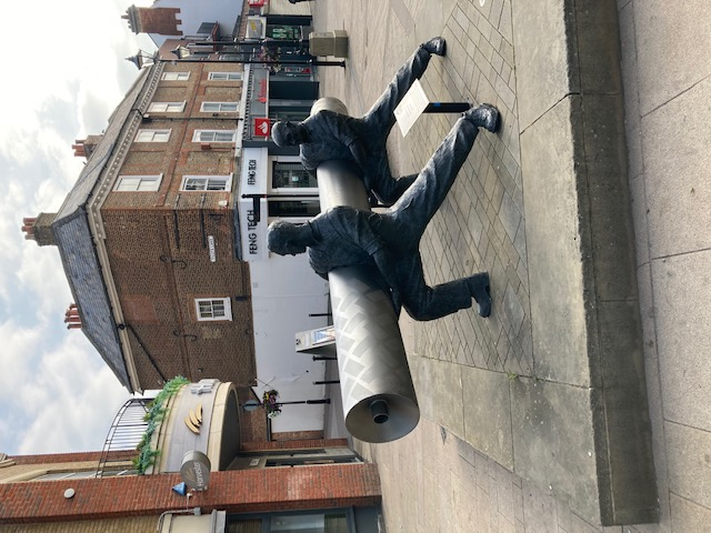 Linoleum Statue in Staines Photo : Jean O'Reilly