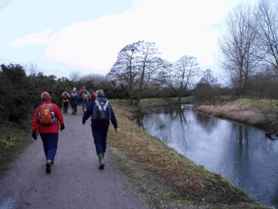 03 Walking alongside the River Idle in the Idle Valley country park